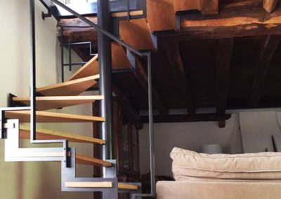 Escaliers sur mesure en acier patiné