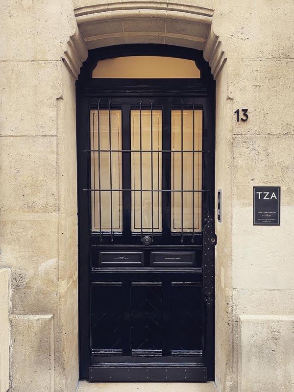 Atelier Jim de Missolz – Métallerie & ferronnerie à Paris – Grille de porte à trous renflés